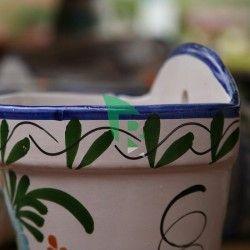 Maceta de cerámica pintada